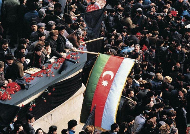 People in Azerbaijan's capital Bakı celebrate independence in 1991.